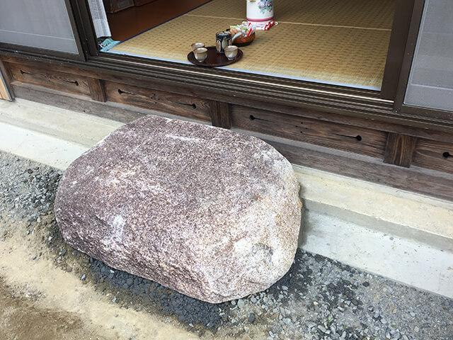 くつ脱ぎ石